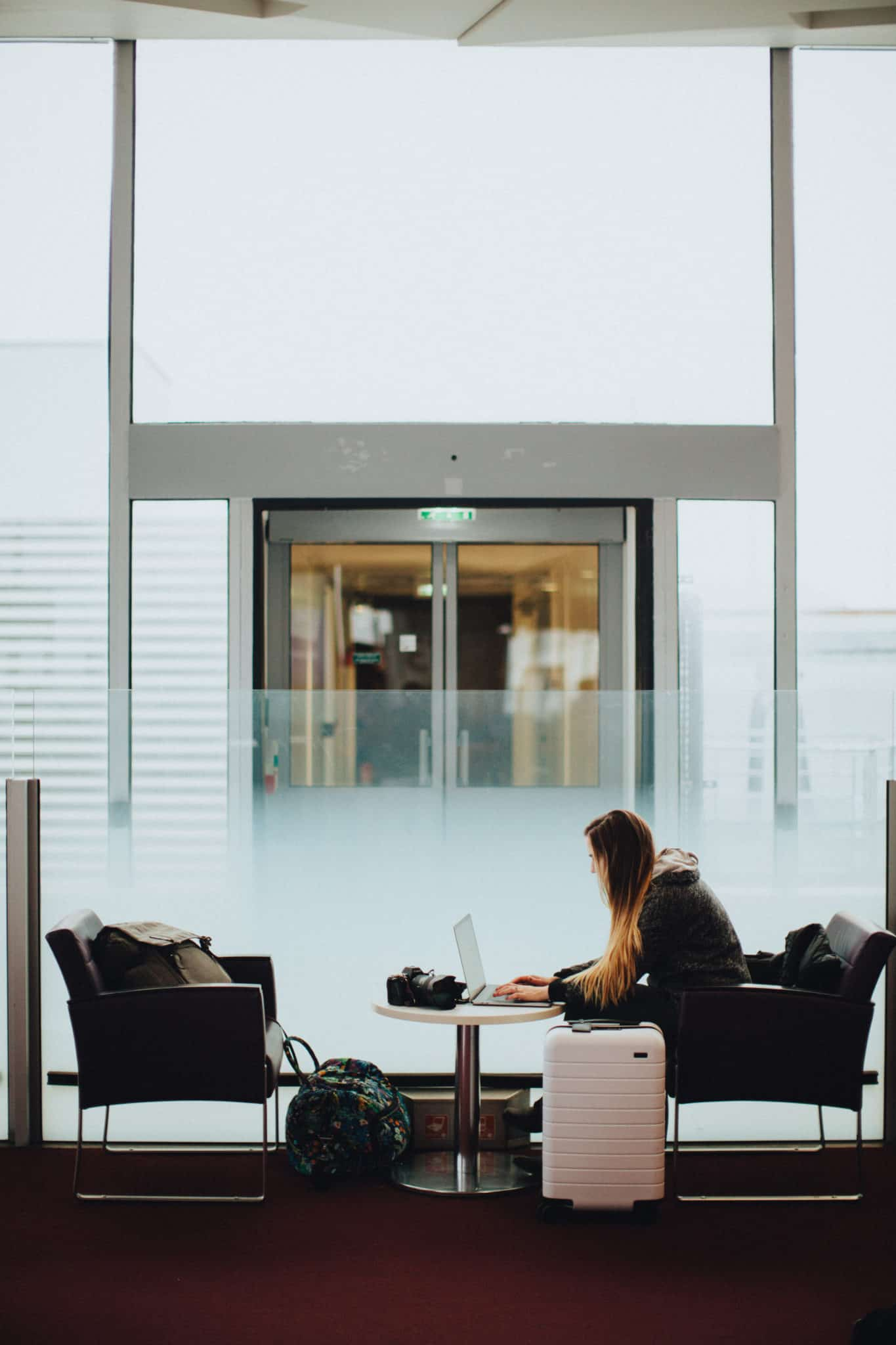 Dreading your flight for Christmas? Stressing out about holiday crowds? We're sharing our complete list of surviving the airport during the holidays! - TheMandagies.comDreading your flight for Christmas? Stressing out about holiday crowds? We're sharing our complete list of surviving the airport during the holidays! - TheMandagies.com