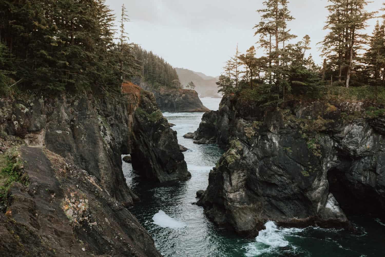 Natural Bridge View at Samuel H. Boardman Scenic Corridor, Oregon Coast - TheMandagies.com