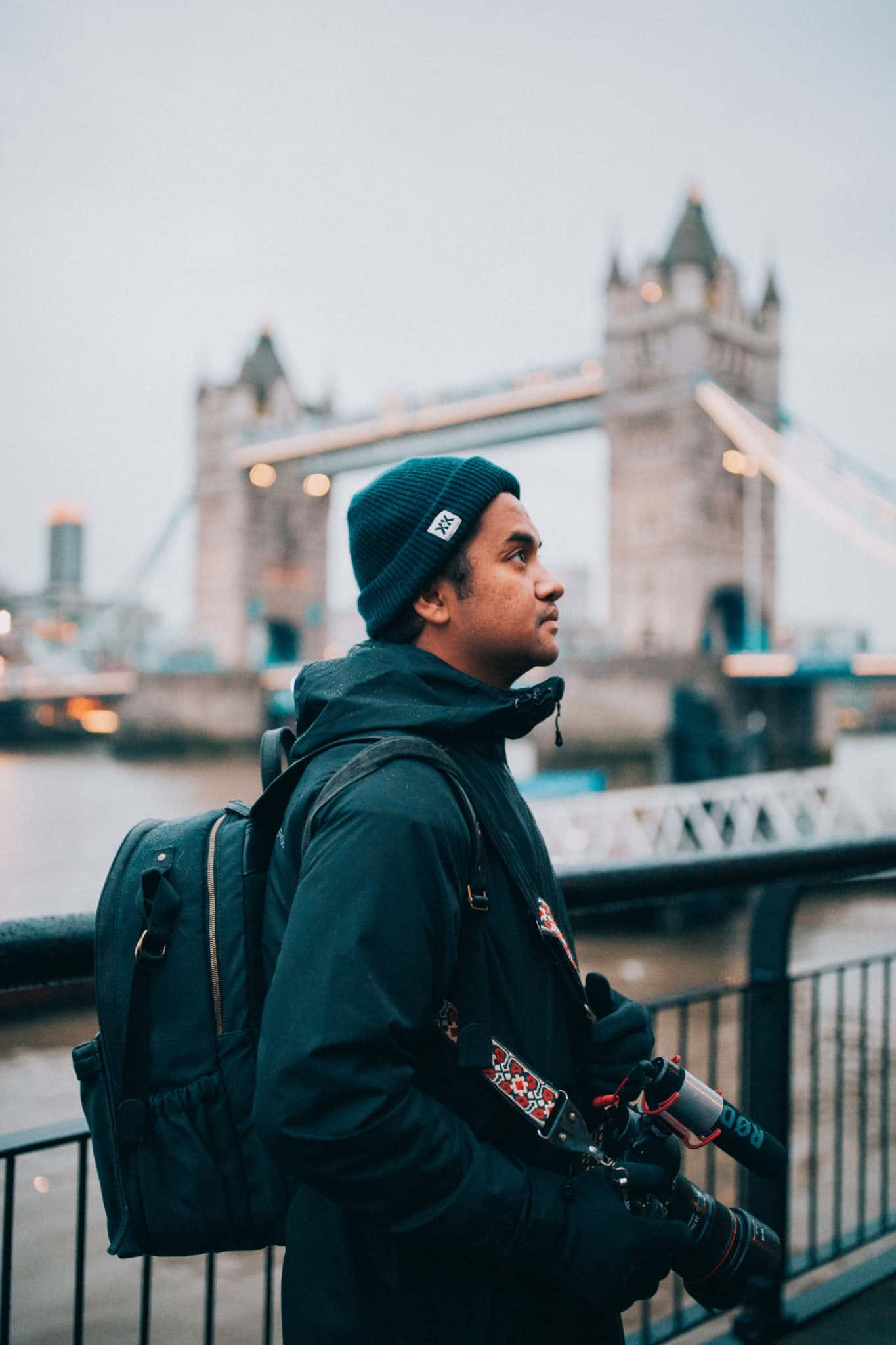 What are the essentials we pack in our daily travel bag? In this post, we've compiled only the essentials for a day trip in London! TheMandagies.com