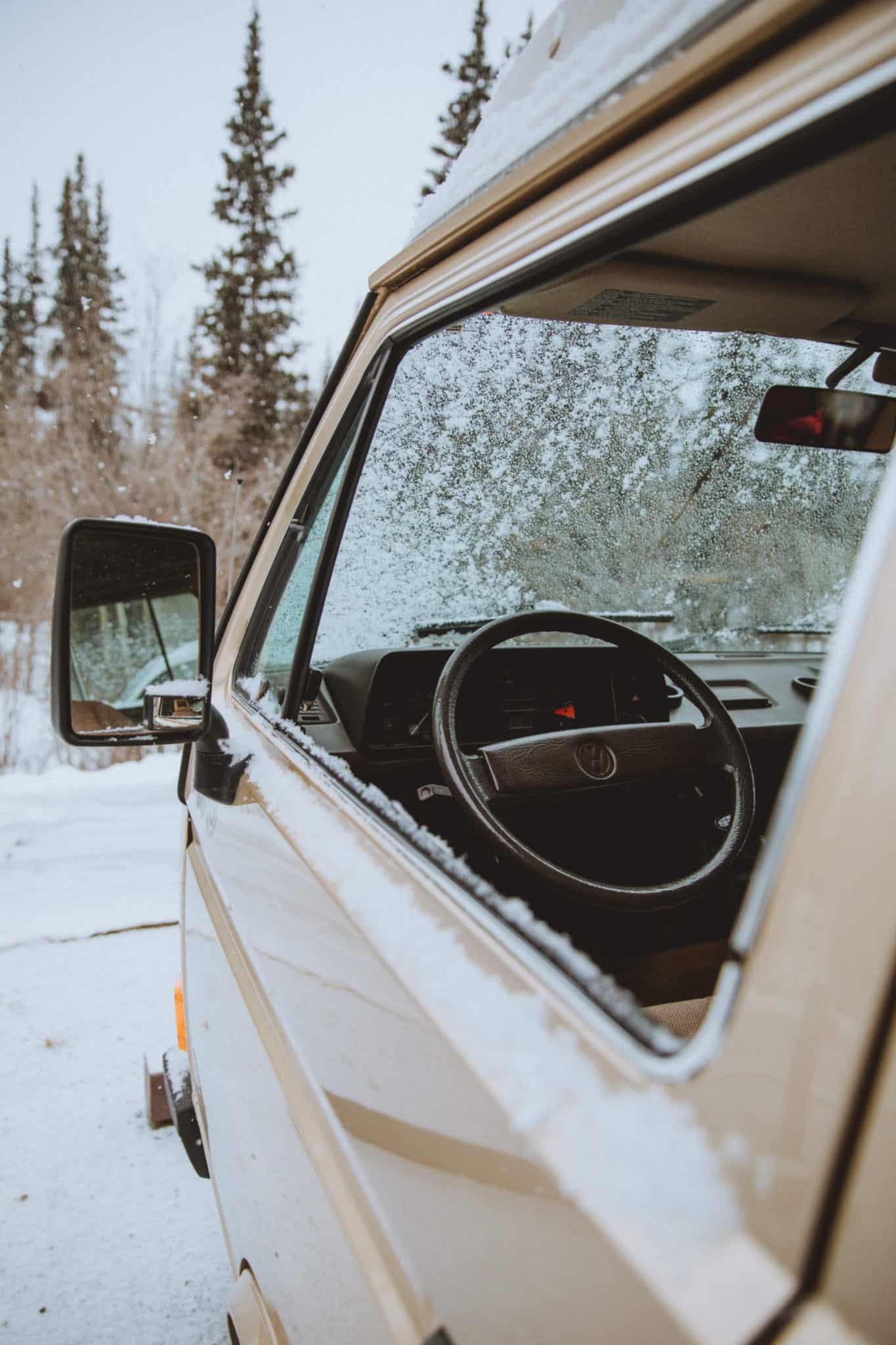Snowy VW Westfalia - TheMandagies.com