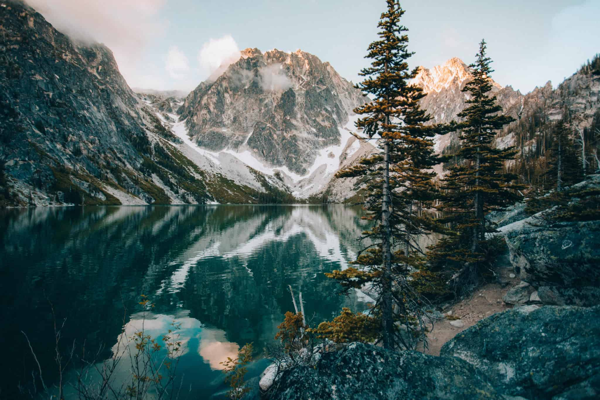 Colchuck Lake view during sunrise (TheMandagies.com)