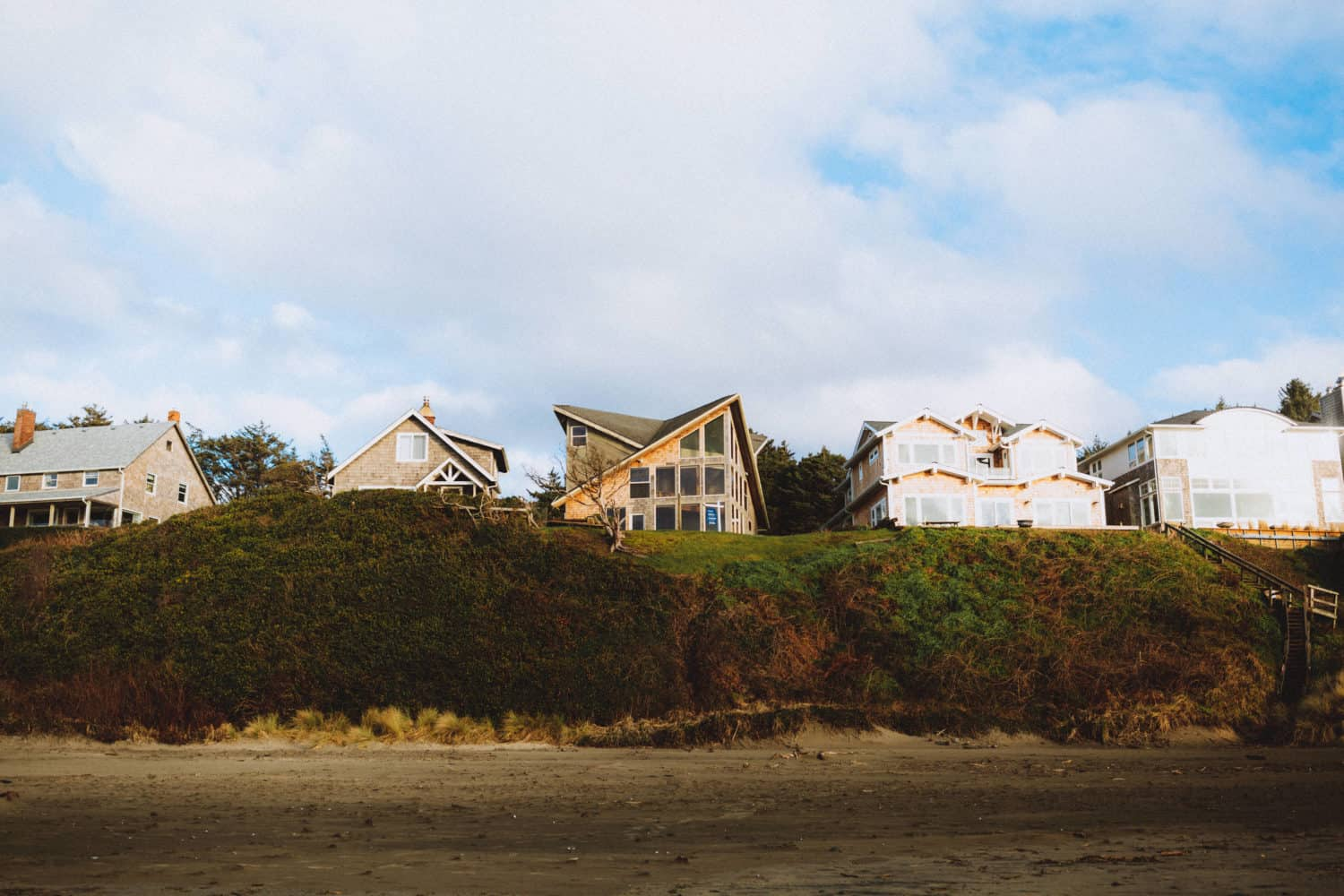 Oceanfront Houses at Cannon Beach, Oregon - TheMandagies.com