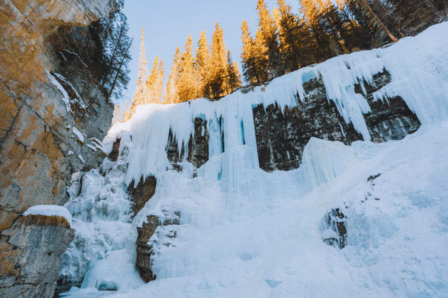 Frozen Upper Falls - Johnston Canyon - TheMandagies.com