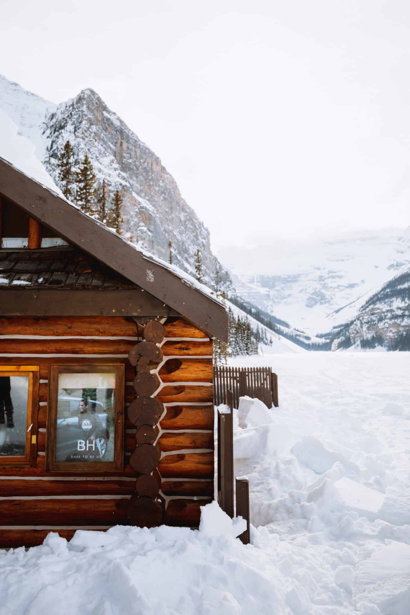 Snowshoeing at Lake Louise Winter - TheMandagies.com