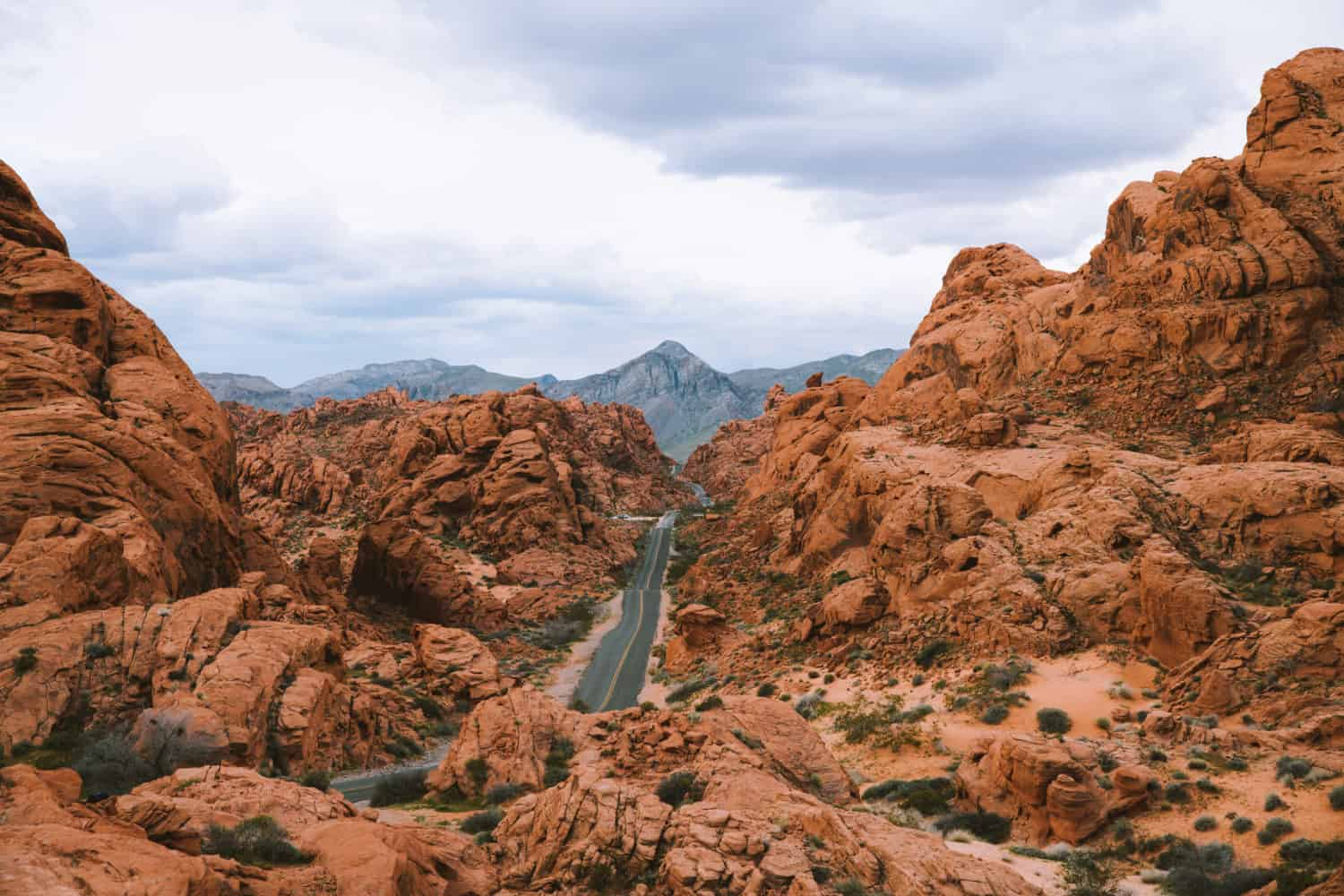 Valley of Fire State Park Mouse Tank Road - Southwest Road Trip Destination -TheMandagies.com