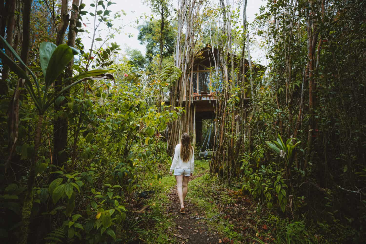 Emily walking to Big Island Treehouse - TheMandagies.com