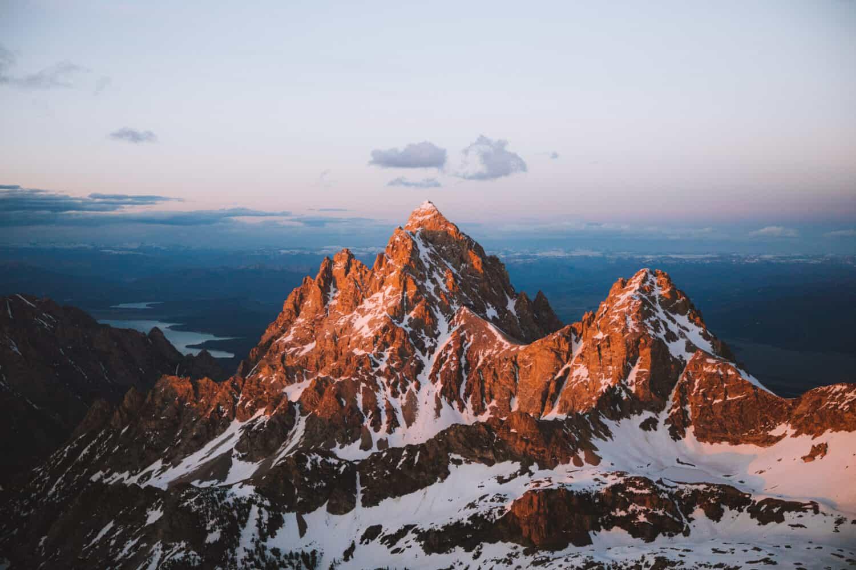 Grand Teton Peak Wyoming during sunset - TheMandagies.com