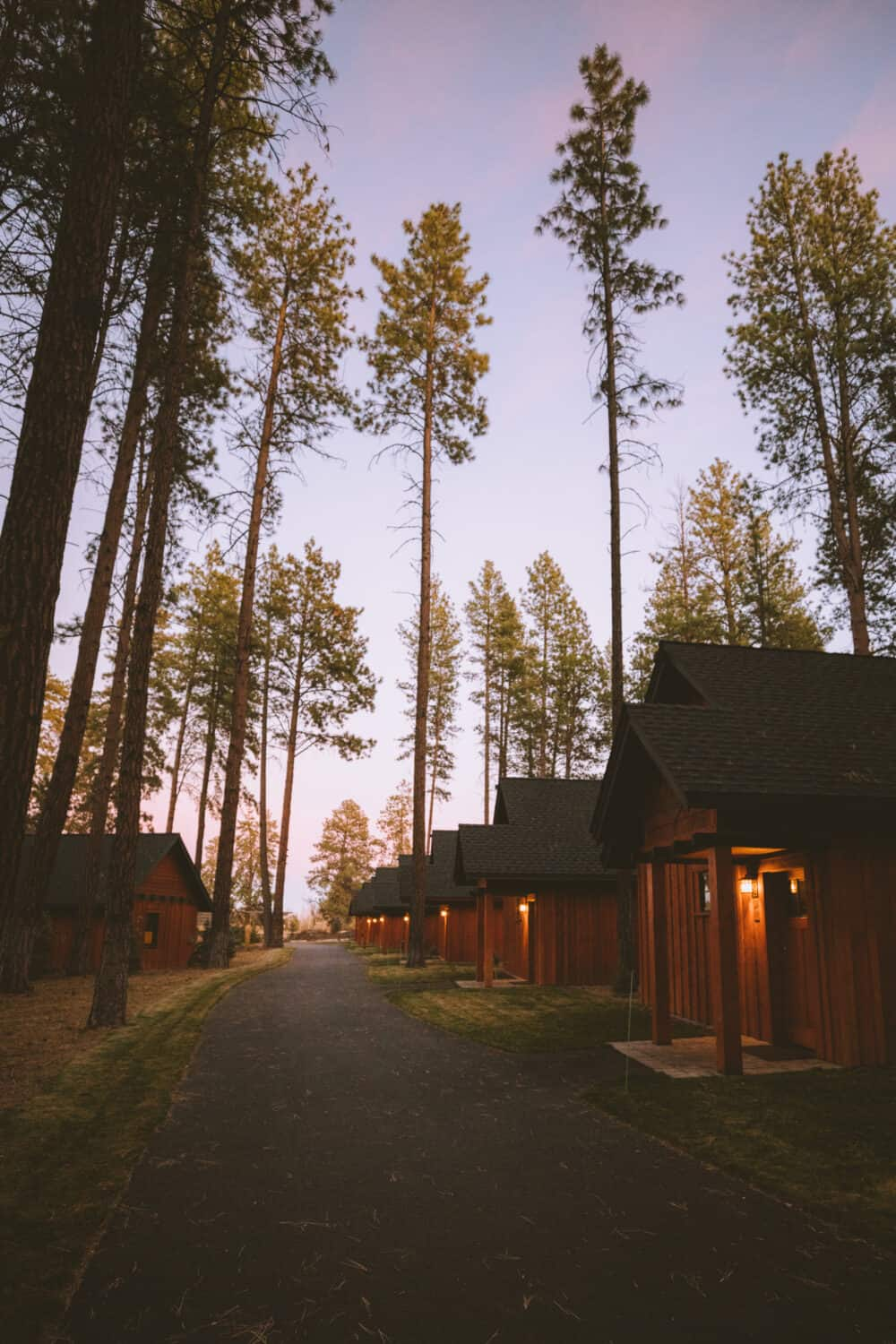 FivePine Lodge in Sisters, Oregon at Sunset - TheMandagies.com