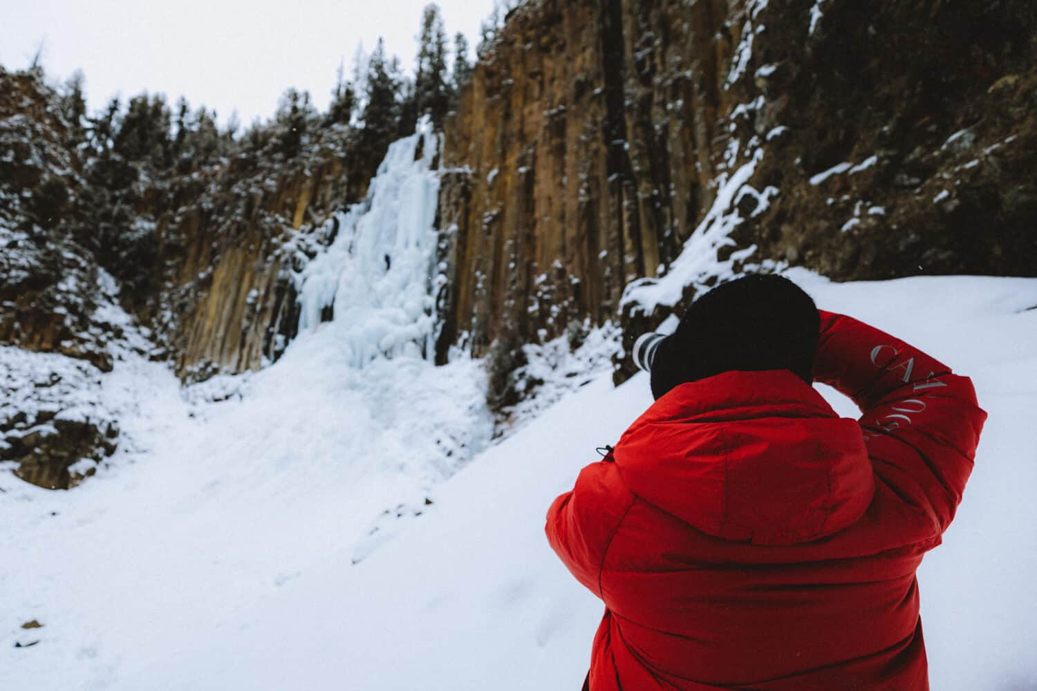 Taking photos at Hyalite Canyon in Bozeman in Winter - Themandagies.com