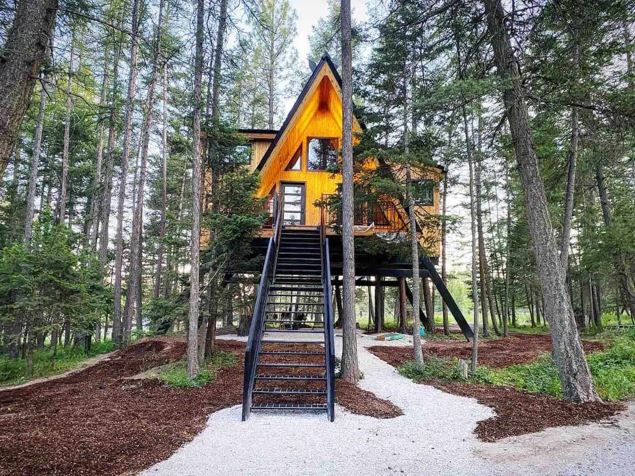 Pacific Northwest Cabins - Raven's Nest Montana Treehouse