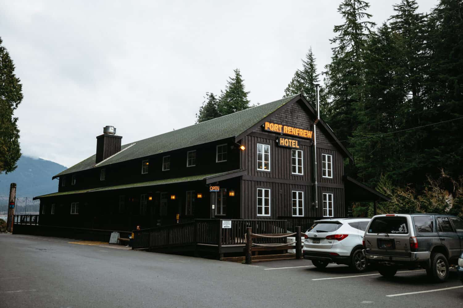 Accommodations In Port Renfrew - TheMandagies.com