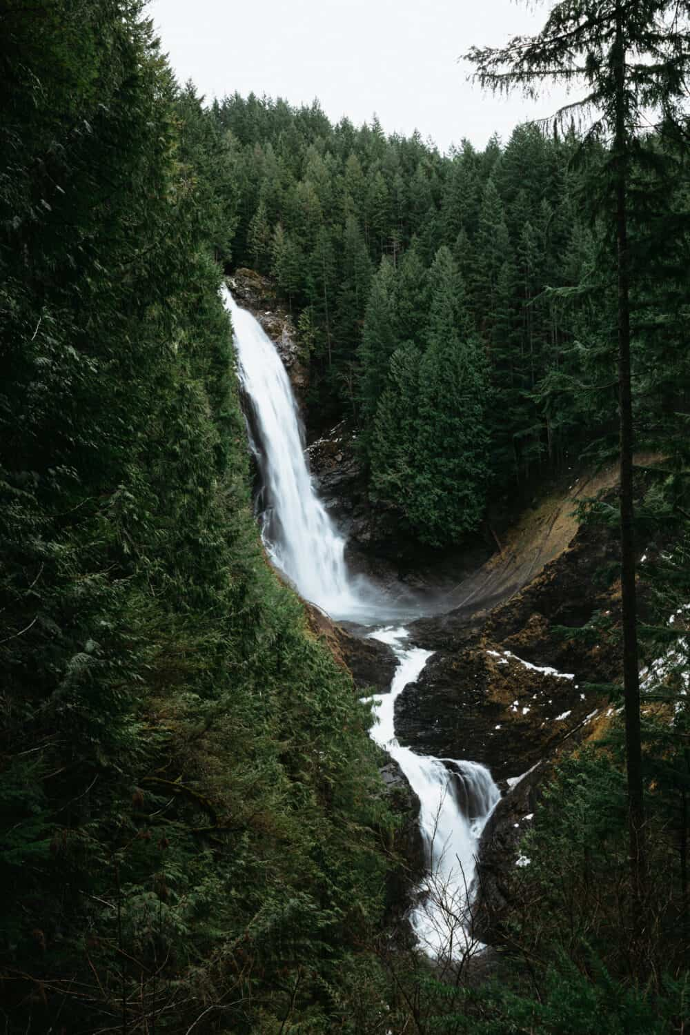 Wallace Falls Waterfall - Hiking Near Seattle, Washington - TheMandagies.com