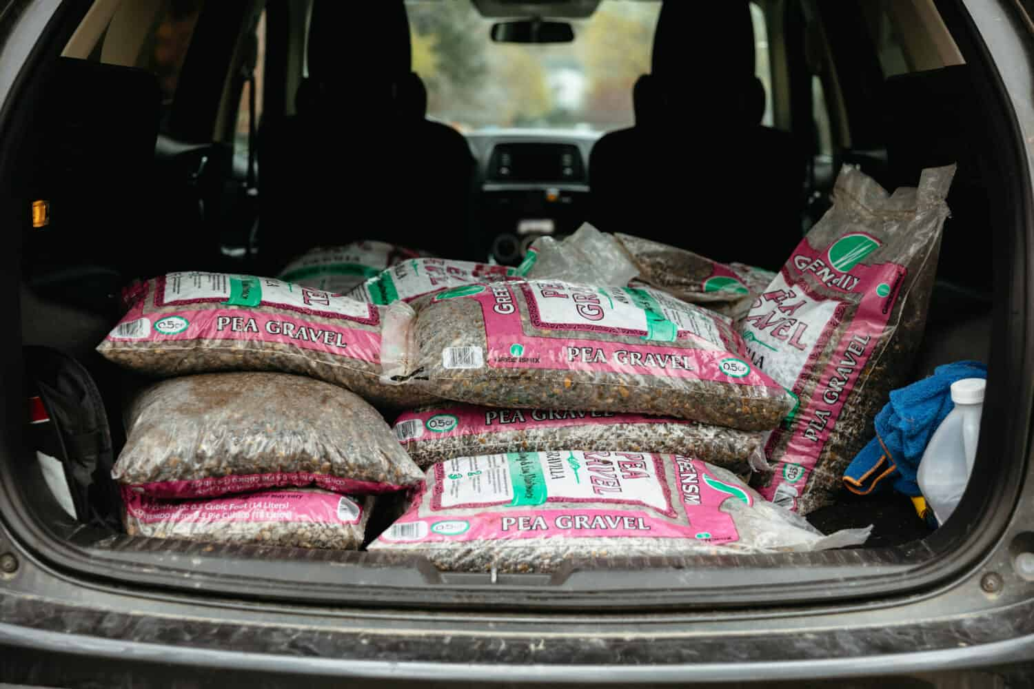 Back of the car filled with pea gravel - TheMandagies.com