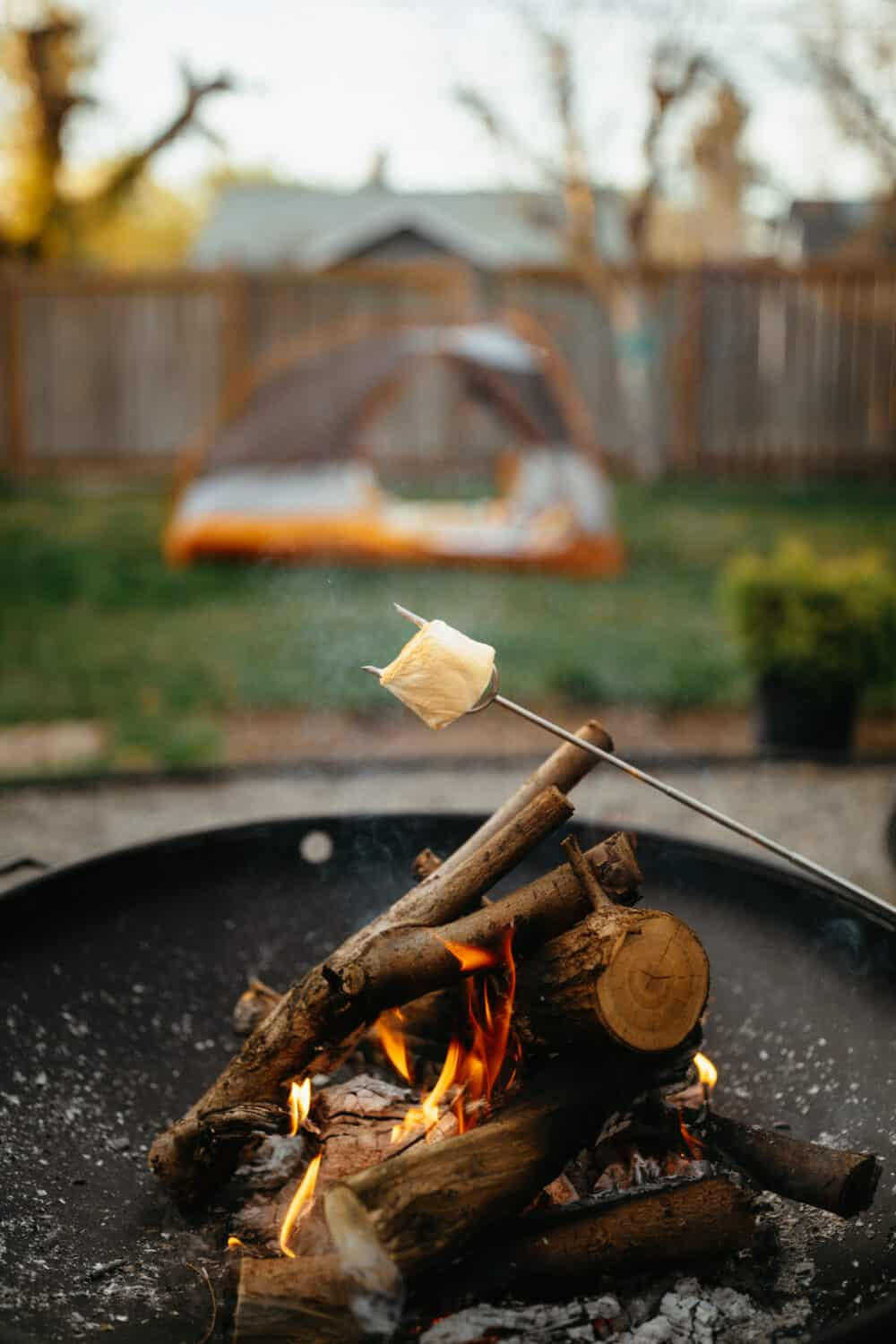 How To Make A Fire In A Fire Pit - TheMandagies.com