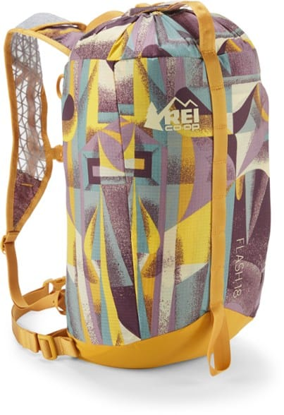 REI Flash 18 Pack - Gift Ideas For Hikers