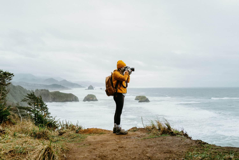 Emily Mandagie photographing the Oregon Coast