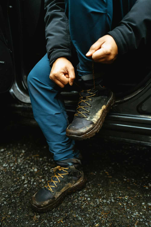 Berty Mandagie tying shoes laces