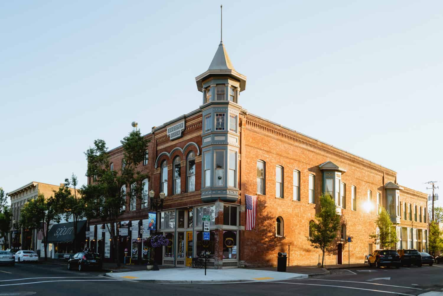 Willamette Valley Weekend Itinerary - walking around downtown Independence, Oregon