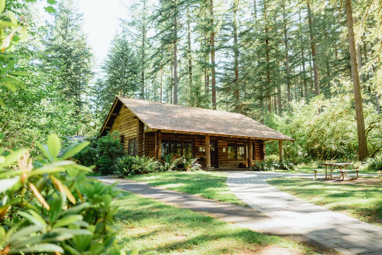 Trail of Ten Falls Trailhead - Lodge